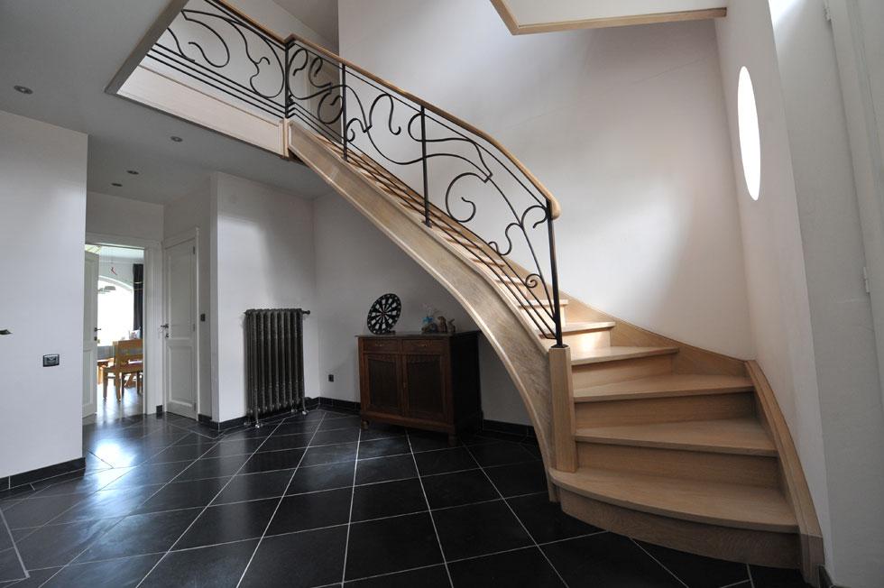 Beuken trap met metalen balustrade © Van Eepoel