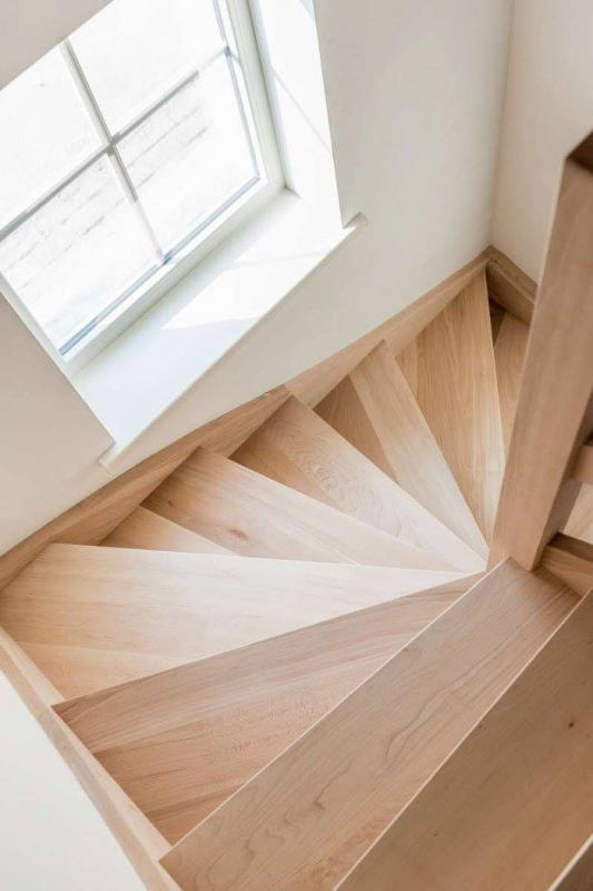 Beuken trap met draai © Bruneel Projects